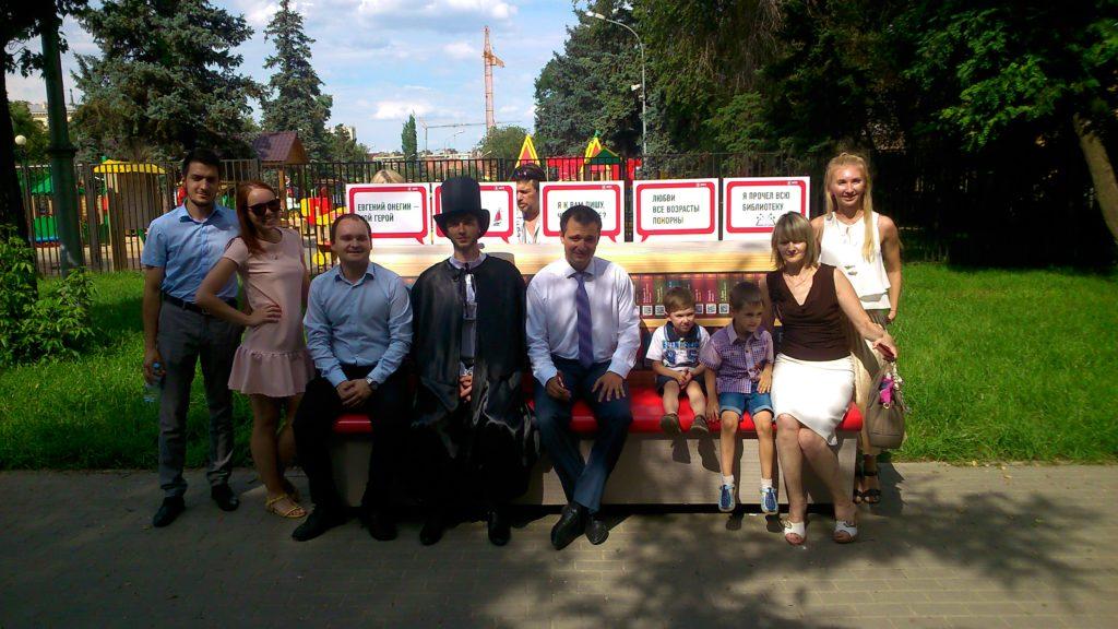 МТС подарила Волгограду «Литературную скамейку»