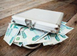Количество россиян с зарплатой от 100 тыс руб. существенно выросло