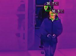«И ставит, и ставит им градусники»: бесконтактное измерение температуры