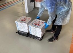 Крупнейший продавец пиццы помогает волонтерам