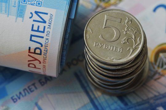 Госуслуги уведомили родителей о получении выплаты на школьников